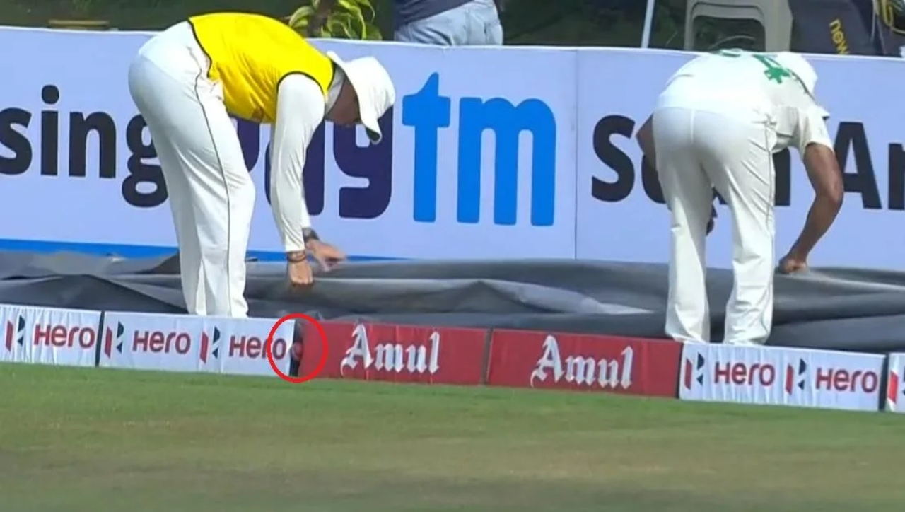 India vs South Africa: South Africa Fielders Hilariously Fails To Find the Ball