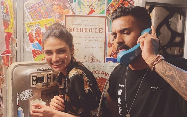 Actor Sunil Shetty Reacts Over Daughter Athiya's Picture With KL Rahul: Earlier this year, the cricketer KL Rahul name linked with Bollywood actress Niddhi Agarwal
