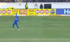 Manish Pandey dismissed David Warner with a one-handed catch: On Friday, Indian player Manish Pandey took a stunning catch to dismiss Australian