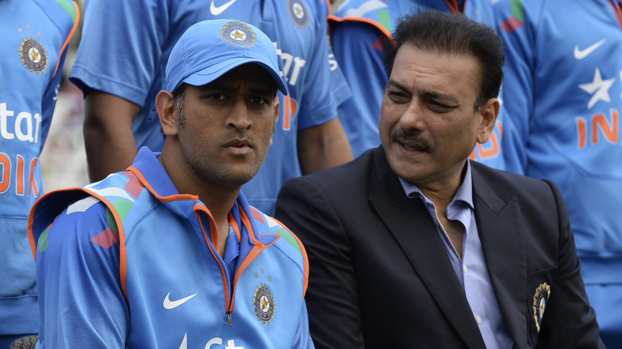 MS Dhoni and Ravi Shastri (REUTERS/Philip Brown (BRITAIN - Tags: SPORTS CRICKET)