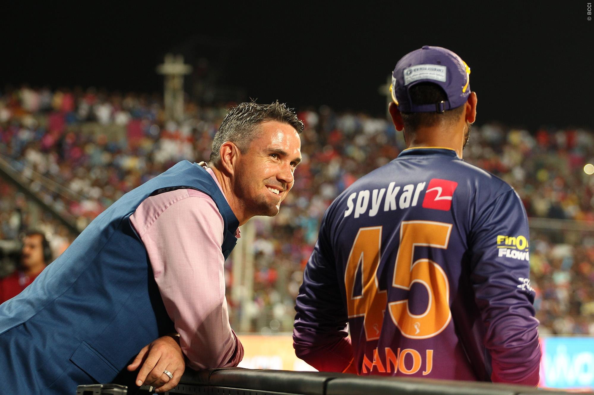 here we are also going to recall an old video in which MS Dhoni's savage reply to commentator Kevin Pietersen had entertained the fans a lot.