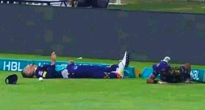 Faf du Plessis collides with Mohammad Hasnain (Pic - Sony Sports Network)