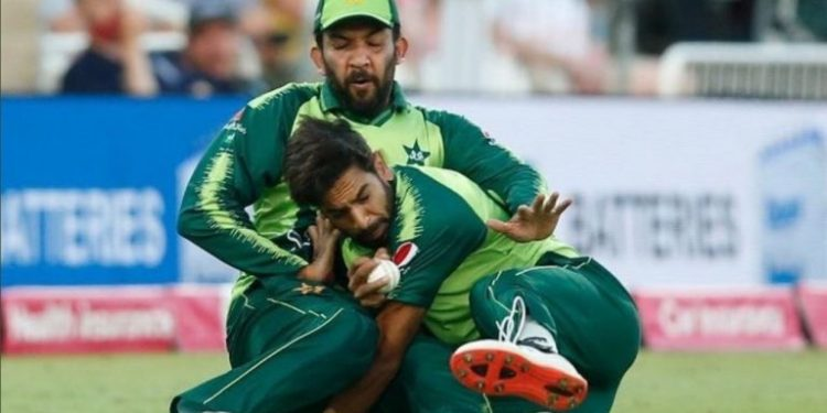 In the high scoring 1st T20 game between England and Pakistan, Haris Rauf grabbed a tremendous catch.